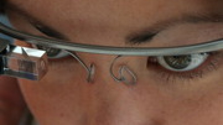 Google Glass: Device won't retail until 2014