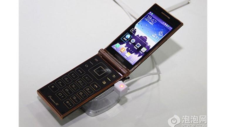 Dünyanın Snapdragon 800 işlemcili ilk kapaklı telefonu