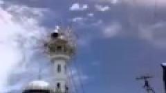 Nepalda caminin minaresini ALLAH (c.c )yardimiyla koyuluyor