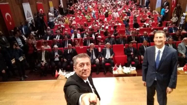 Milli Eğitim Bakanı Ziya Selçuk, 'Trafikte küçük hata yoktur'