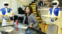Masalar tablet, garsonlar robot! Türkiye'nin ilk teknolojik restoranı Ataköy'de açıldı