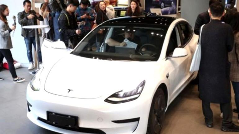 Tesla, Çin'de ürettiği ilk otomobilleri teslim etti