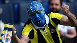 Kendini takımına adayan futbol taraftarlarında tehlikeli seviyede stres görülüyor